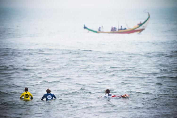 Nevoeiro complicou muito o dia de competição em Espinho (®LaurentMasurel/WSL)