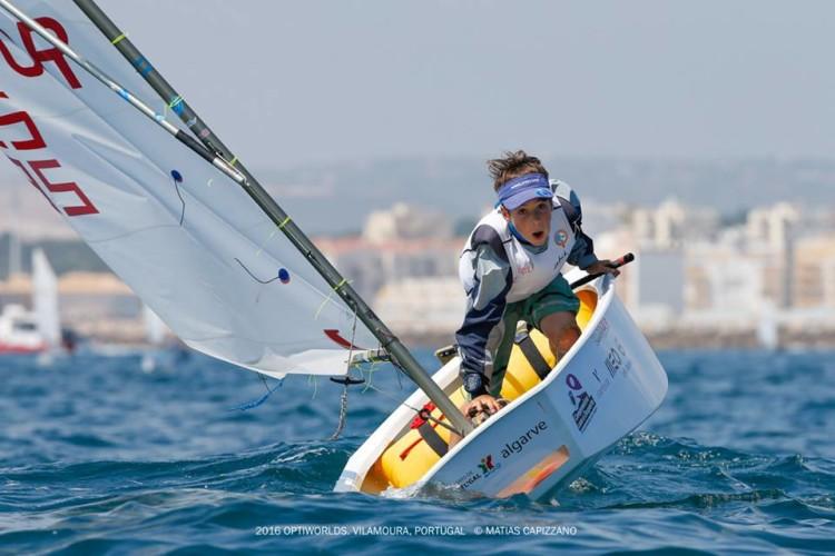 Algarvio Guilherme Cavaco foi 21º entre 255 participantes no Mundial de Optimist em Vilamoura. Um resultado histórico (®MatiasCapizzano)