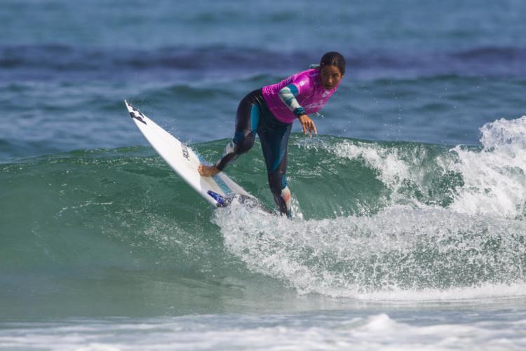 Teresa Bonvalot está a competir em duas etapas no mesmo campeonato, para a Junior Tour e para o QS (®DamienPoullenot/WSL)