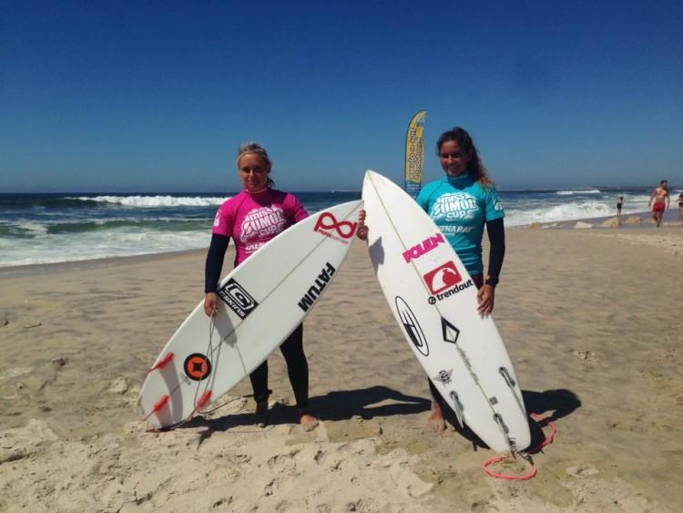 Yolanda Hopkins, à esquerda, com Tânia Oliveira, que derrotou na meia-final 'girl-on-girl' (®MissSumolCup)