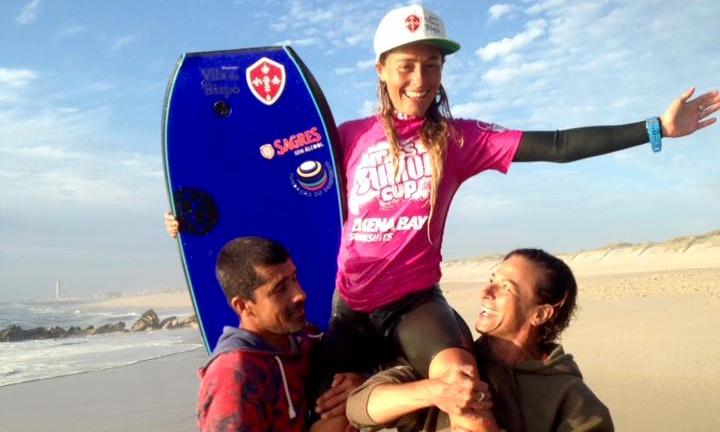 Algarvia Joana Schenker levada em ombros após vencer, pela terceira vez consecutiva, no Miss Sumol Cup (®MissSumolCup)