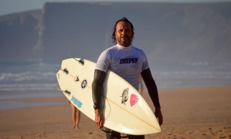 Ariano Marques venceu o Masters, mas também competiu em Open. Foi um dos surfistas mais ativos durante a prova (®PauloMarcelino)
