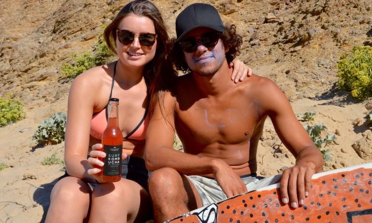 Luca Guichard e a namorada, Maren Aasen, começaram a pensar há dois anos em produzir Kombucha (®PauloMarcelino)