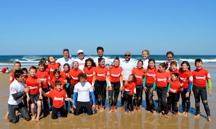 Alegria e descontração no primeiro grupo da sessão de surf no Amado (®PauloMarcelino)
