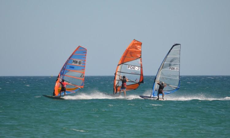 Momento de uma das regatas de sábado, com Carlos Clímaco, POR 181, Pedro Pinheiro, POR 2, e Rui Silva, POR 11 (®PauloMarcelino)