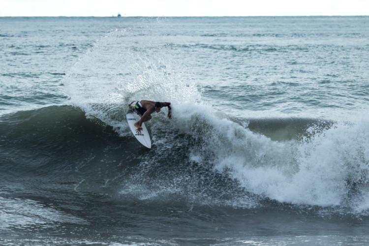 Pedro Henrique, 3º no 'ranking' europeu WSL, a 'partir a loiça' nas boas ondas em Jacó (®Jimenez/ISA)