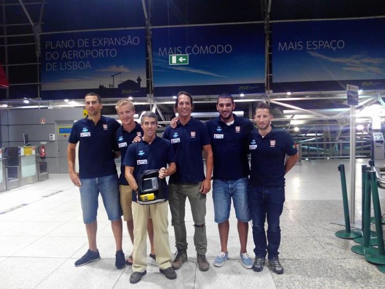 Seleção de Portugal, com algarvio Jody Lot ao centro, no momento da partida para o Mundial de Pesca Submarina na Grécia (®DR)