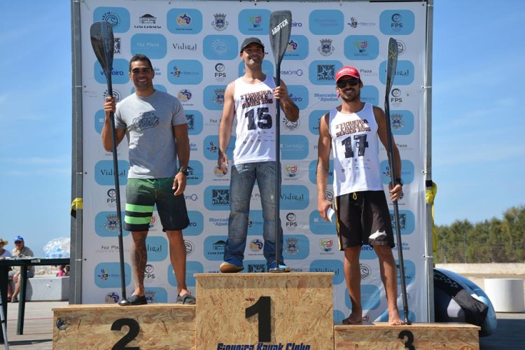 Algarvio Tiago Dinis, à esquerda, fez 2º lugar na Figueira da Foz em Race Técnico, pranchas de 14 pés (®DianaGil/ABFM)