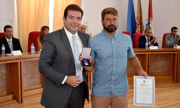 Manuel Mestre com o vice-presidente da Câmara de Faro, Paulo Santos, na Sessão Solene Comemorativa do Dia do Município, hoje de manhã (®PauloMarcelino)