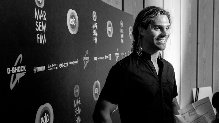 Alex Botelho recebeu os prémios Onda da Temporada, Maior Onda Remada e Maior Wipeout na gala EDP Mar Sem Fim (®DR)