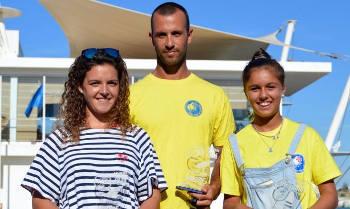 Festa CNPortimão   Mérito desportivo: Margarida Gil Morais e Miguel Martinho em Formula Windsurfing e Beatriz Gago, à direita, em vela (®PauloMarcelino)