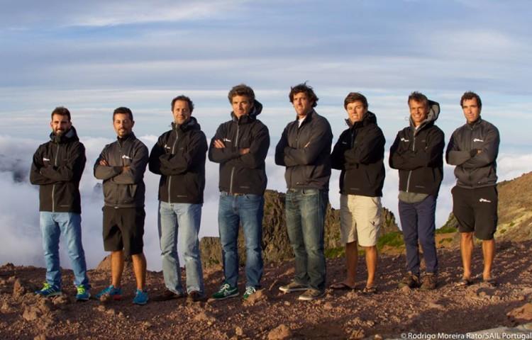 Equipa portuguesa foi reforçada no Funchal com o treinador João Rodrigues, segundo a contar da direita (®RodrigoMRato/SailPortugal)