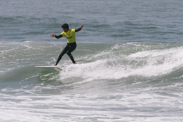 Bruno Gregório foi 2º em Longboard Júnior. O campeão regional Sub-18 'shortboard' ainda foi ao Bodyboard e foi o surfista que mais pontuou para o Portimão Surf Clube (®ABFM)