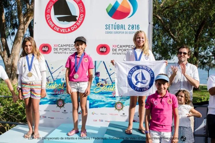 Algarvia Érica Porto, à direita, no 1º lugar do Pódio Infantis Feminino (®GoncaloMelo/FPV)