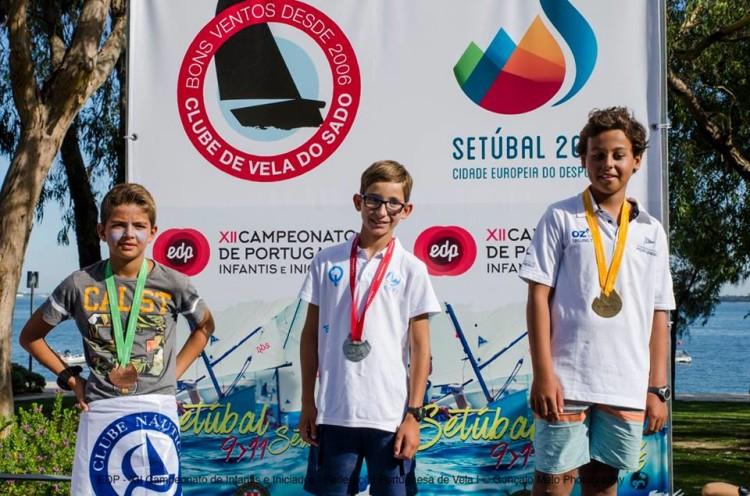 Algarvio Diogo Garcia, à esquerda, no 3º lugar do Pódio Infantis Masculino (®GoncaloMelo/FPV)