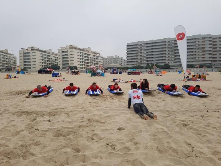 Escola de surf Onda Pura diz que a procura por aulas de iniciação aumentou 30% este ano (®DR)