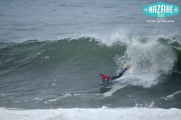 Joana Schenker fez 13º lugar no Brasil, 5º no Chile, 2º em Sintra e 3º na Nazaré, na imagem. Contam os 3 melhores resultados (®VitorEstrelinha)