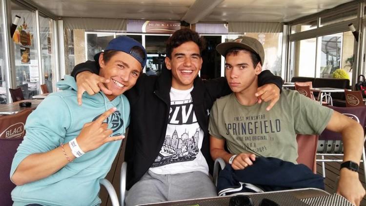 Ricardo Augusto, Bruno Gregório (ao centro) e Frabcisco Bívar, os três atletas do Portimão Surf Clube que avançaram diretos da Ronda 1 para a Ronda 3 (®PTMSC)