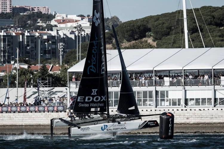 Extreme Sailing Series é um circuito de provas de regatas de estádio, disputadas perto de terra e com espectadores em bancadas (®MartinaOrsini/LloydImages)