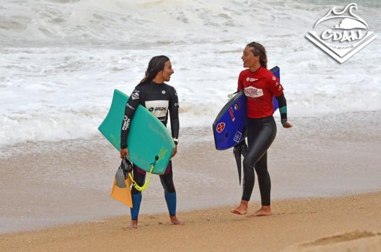 Joana Schenker, de vermelho, com a local Teresa Almeida, vencedora da etapa (®CDAN)