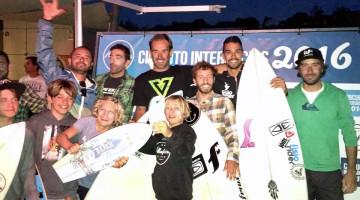 Finalistas Open e Sub-14 com elementos da direção do Albufeira Surf Clube (®JoanaXagas)
