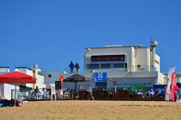 Open Masculino na Praia de Faro é a prova que falta para concluir o Circuito Regional de Surf do Sul 2016 (®LuisGamito)