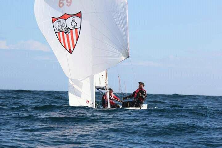 Mar de vaga, ainda mais acentuada domingo, colocou maior desafio aos velejadores ao largo de Tavira (®CNT/APCFD)