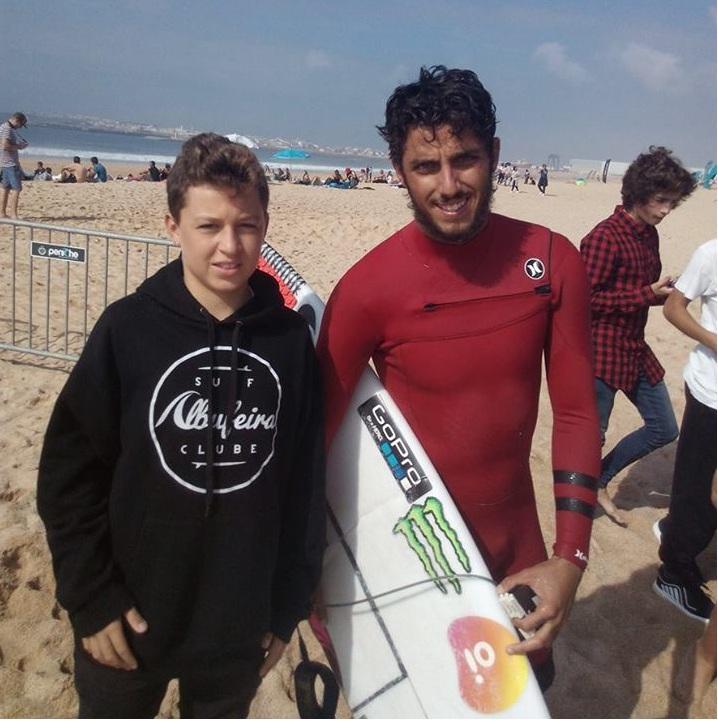 Leonardo Quádrio com Filipe Toledo, na primeira foto, que o algarvio pediu para repetir e teve uma surpresa (®DR)