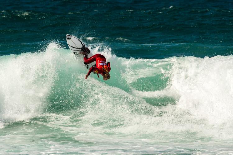 Marlon Lipke fez a melhor pontuação do dia no Guincho. Surfista algarvio ainda pode ser campeão nacional (®PedroMestre/ANSurfistas)