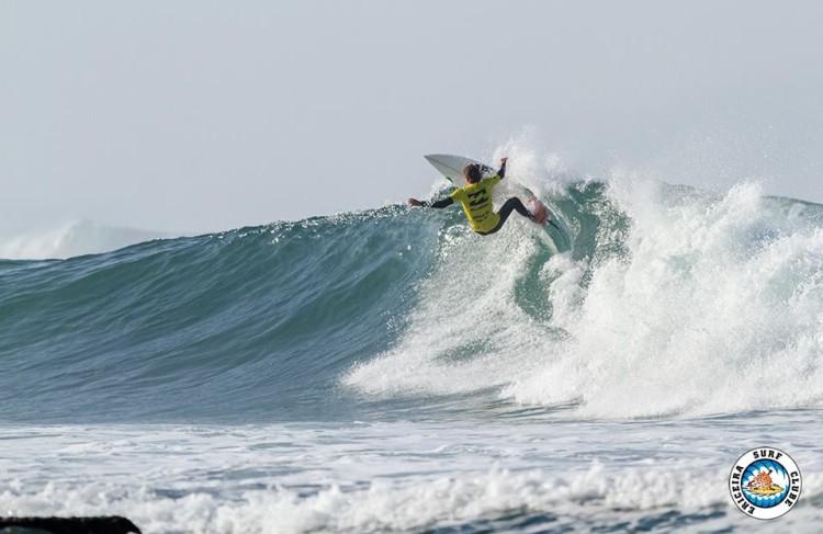 Algarvio 'Martim' Magalhães realizou nos 'oitavos' Open (na imagem) o melhor 'score' do dia em Ribeira D'Ilhas (®AlvaroFr/EriceiraSC)