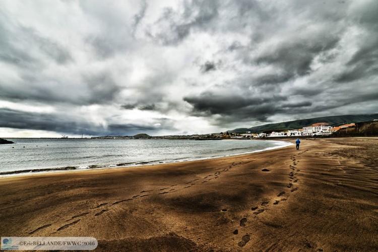 Mundial realizou-se na Baía da Praia da Vitória. Dois primeiros dias com regatas e os últimos três sem vento (®EriceBellande/fwwc2016)