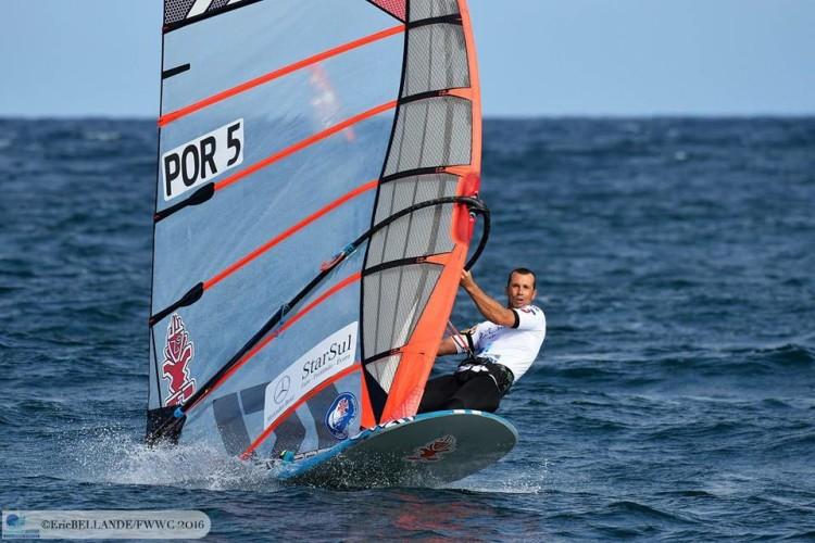 Algarvio Miguel Martinho em ação no mundial absoluto nos Açores (®EricBellande/fwwc2016)