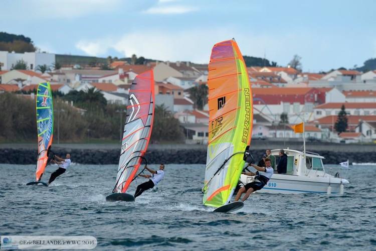 Miguel Martinho andou sempre no grupo da frente, na Baía da Praia da Vitória (®EricBellande)