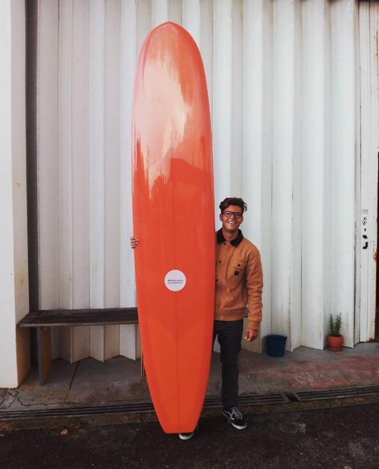 José Mestre com a nova prancha Wavegliders que estreou em Carcavelos (®DR)