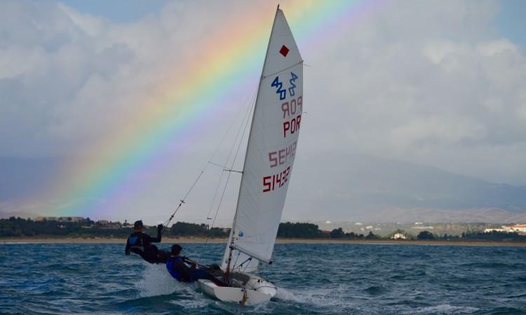 Momento colorido, com Cristovão Gonçalves & Sidney Hughes, num sábado cinzento e com mar e vento fortes (®PauloMarcelino)