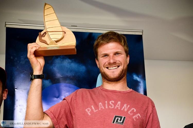 Francês Alexandre Cousin é o nove Campeão do Mundo Absoluto de Formula Windsurfing (®EriceBellande/fwwc2016)