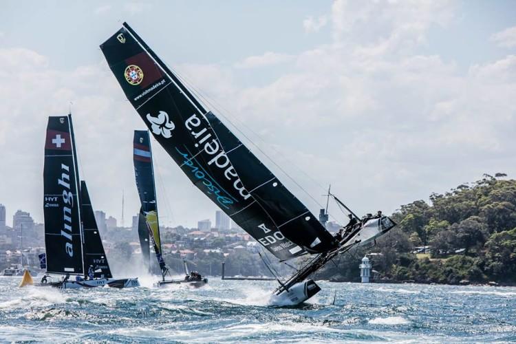 Equipa portuguesa Visit Madeira venceu a últoma regata do segundo dia de regatas em Sydney (®Jesus Renedo/Lloyd Images)