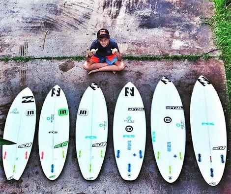 João Mendonça com o 'quiver' Mica Surfboards para o Hawaii (®DR)