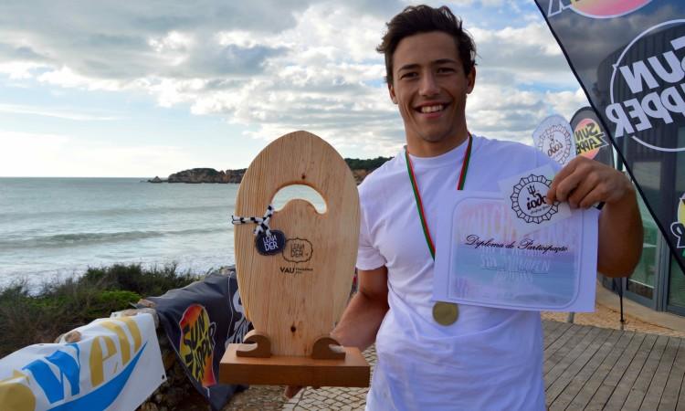 O vencedor, Gonçalo Pinheiro, atleta da Associação de Bodyboard de Sagres e competidor no APB World Tour (®PauloMarcelino)