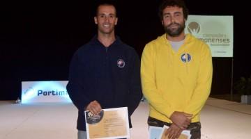 Miguel Martinho, à esquerda, e Vasco Chaveca, atletas de Formula Windsurfing, receberam Diplomas de Mérito Grau Ouro (®PauloMarcelino)
