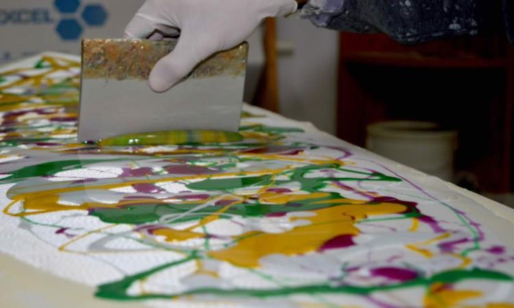 Mistura de cores para a pigmentação abstrata escolhida pelo 'shaper' (®PauloMarcelino)