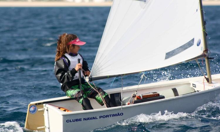 Beatriz Cintra venceu em Optimist Juvenil, a sua segunda vitória regional consecutiva (®CustodioSancho)