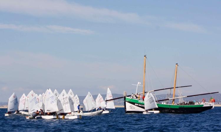 O caíque Bom Sucesso, um barco com História em Portugal, foi a base da Comissão de Regatas durante a prova (®CustodioSancho)