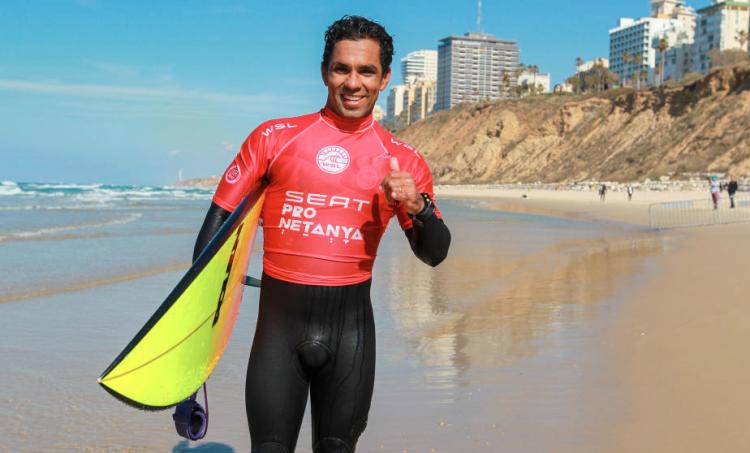 Campeão nacional português, Pedro Henrique venceu o duelo e está nas meias-finais (®LaurentMasurel/WSL)