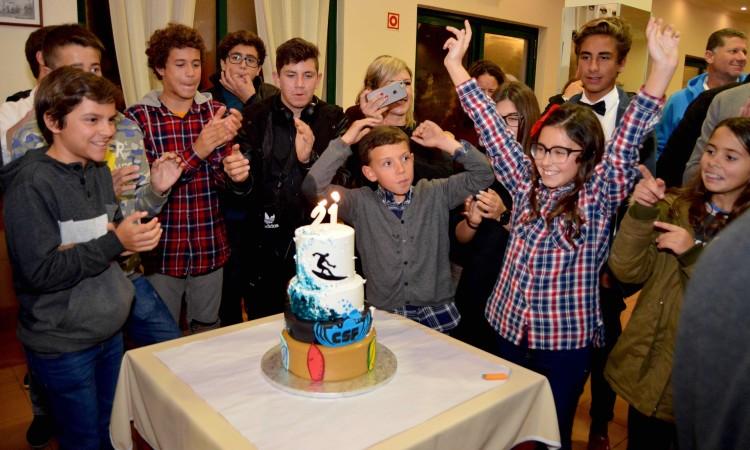 Mais novos cantam os parabéns pelo 21º aniversário do Clube de Surf de Faro (®PauloMarcelino)