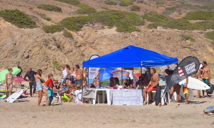 Portimão Surf Clube organiza todos os anos um Open em Vale Figueiras. A etapa regional poderá ser na mesma praia, ou na Arrifana (®PauloMarcelino/Arquivo)