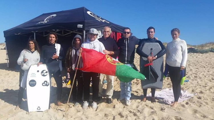O entusiasta presidente da Câmara Municipal de Peniche, António José Correia, visitou a equipa nacional na praia (®FPS)