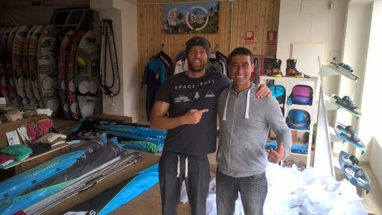 Carlos Clímaco e o alemão Sebastien Kordel, com quem também treinou, em Tarifa (®CC)