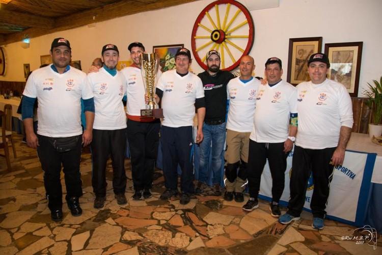 Equipa do GDR Olhos d'Água com a Taça do Algarve 2017, conquistada no domingo (®GDROA)