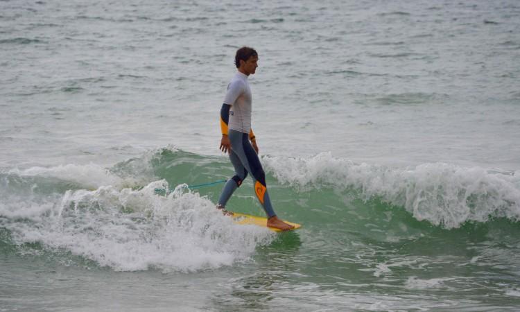 Isaac Felizardo enfrentou os melhores longboarders de Faro e, em condições difíceis, venceu a etapa na Praia da Falésia (®PauloMarcelino)